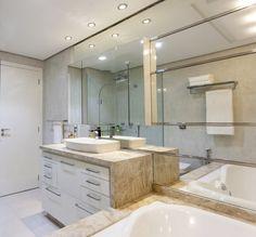 Amplitude no banheiro do casal (De msaviarquitetura)