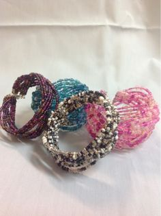 Undeniable Glitter: Braided Cuff Bracelet With wire bracelets...easy peasy :)