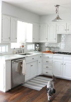 Фотография: Кухня и столовая в стиле Скандинавский, Интерьер комнат, Цвет в интерьере, Белый, Бытовая техника, кухонный гарнитур – фото на InMyRoom.ru