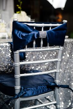 Glitter & Velvet in Silver & Blue | #WeddingDecor | Carmen Salazar Photography