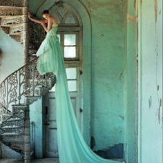 Tim Walker - Lily Cole and spiral staircase, Whadwan, Gujarat, India - British Vogue, Elegance! Tim Walker Photography, Vintage Photography, Fashion Photography, Amazing Photography, Wedding Photography, Modern Photography, Fairy Tale Photography, Mysterious Photography, Whimsical Photography