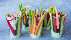 Grønnsaksnacks med feta- og pestodipp