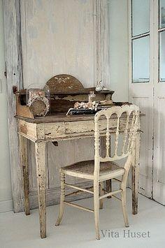 escritorio y silla decapadas, util para decorar con estilo country, industrial, Vita Huset