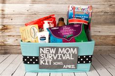 Whether you're in an emergency situation or simply camping, it's not constantly simple to find a good area to establish your shelter and fundamental living area. New Mom Survival Kit, Survival Kit Gifts, Survival Gear, Baby Shower Crafts, Fun Baby Shower Games, Top Image, Image Mom, Baby Shower Gift Basket, Shower Gifts