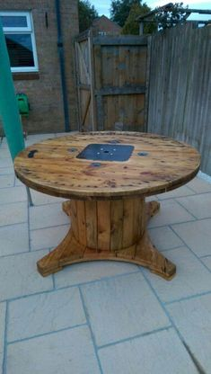 Marvelous Diy Recycle d Wooden Spool Furniture Ideas For Your Home No 60 Pallet Furniture, Rustic Furniture, Home Furniture, Outdoor Furniture, Furniture Ideas, Antique Furniture, Furniture Dolly, Furniture Stores, Furniture Design