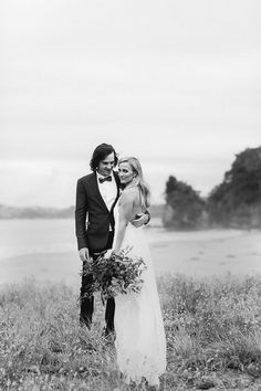 Stunning Karen Willis Holmes bride Sara looked stunning in the romantic Johanna lace gown as featured on the @hellomaymag blog. Follow us @kwhbridal