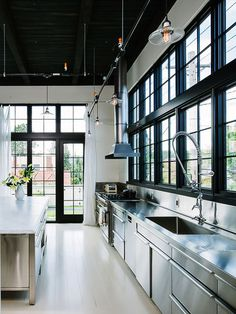 Cozinha estilo Industrial. Arquiteto: Emerick Architects. Fotógrafo: Lincoln Barbour.