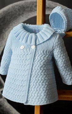 Весняне пальто для наших малюків пов'язано спицями.