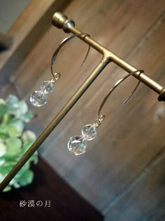 大変透明度が高い最高品質のスターカット水晶を2粒重ねた美しいピアスです☆しっかりとピンで通していますが、フックから揺れる感じが素敵です。□soldoutの場合...|ハンドメイド、手作り、手仕事品の通販・販売・購入ならCreema。