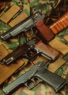 Legions (@Apsardze24) / Твиттер Weapons Guns, Guns And Ammo, Cool Guns, Survival Tools, Tactical Gear, Firearms, Hand Guns, Troops, Soldiers