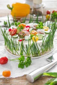 Sandwichtorte (Rezept für eine 20er Springform) Fingerfood, Easter, Sandwich Torte, Grilled Sandwich, Sandwich Recipes, Cake Recipes, Party Finger Foods, Party Snacks, Party Drinks