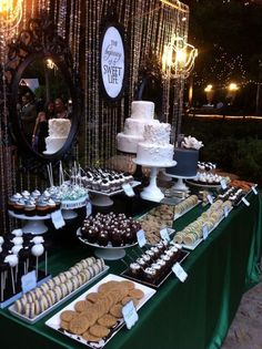dessert bars Whats the best part when going to a wedding? Grab some sweet desserts or cupcakes and catch up with some old friends are what comes to my mind. Thats why wedding dessert tabl Dessert Bar Wedding, Wedding Sweets, Wedding Reception, Reception Layout, Wedding Ideas, Wedding Candy Table, Sweet Table Wedding, Sweet Tables, Cookie Bar Wedding