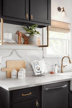 Supreme Kitchen Remodeling Choosing Your New Kitchen Countertops Ideas. Mind Blowing Kitchen Remodeling Choosing Your New Kitchen Countertops Ideas. Classic Kitchen, New Kitchen, Kitchen Dining, Kitchen Decor, Country Kitchen, Decorating Kitchen, Kitchen Ideas, Kitchen Layouts, Kitchen Walls