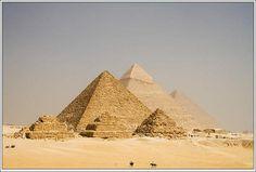 The Pyramids of Giza in Egypt. pic.twitter.com/kuJe9xIdmv ขนาดของมหาปิรามิกิซา เทียบกับม้าที่อยู่ด้านล่าง pic.twitter.com/mIMH6iYERC