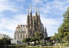 La Sagrada Familia, en #Barcelona. Soñando con otros lugares: los 101 monumentos más famosos del mundo #viajes #travel