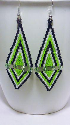 Diamond Earrings With Style! Aztec Earrings, Beaded Earrings Patterns, Seed Bead Earrings, Girls Earrings, Beading Patterns, Beaded Jewelry, Peyote Patterns, Triangle Earrings, Beading Ideas