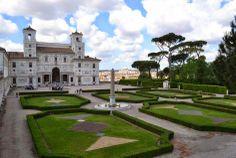 Giardini interni di palazzo Medici a Roma.
