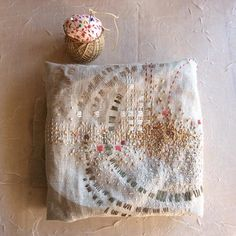 French Knot Embroidery, Hand Embroidery Art, Japanese Embroidery, Machine Embroidery Designs, Embroidery Stitches, Embroidery Patterns, Flower Embroidery, Embroidered Flowers, Sashiko Embroidery