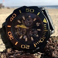 Beached with the Helfer Chrono-Diver timepiece. Did you know that all Helfer watches are water resistant? Register your interest now at helferwatches.com.au - Link in Bio. #helferwatchesaus #swissmade