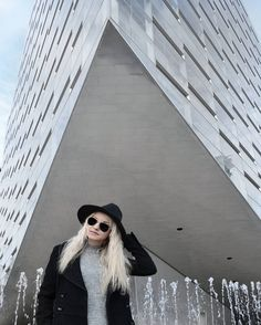 "Polubienia: 144, komentarze: 5 – DIANA PASZKO (@diana.paszko) na Instagramie: ""#beautiful #copenhagen #architecture #glass #building #interior #interiordesign #monochrome…"""