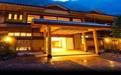 Lý do chính khiến khách sạn tồn tại suốt thời gian đáng kinh ngạc như vậy phần lớn là bởi thái độ phục vụ qua hơn 50 đời của các thế hệ chủ và nhân viên. Họ luôn tự hào về truyền thống của Nishiyama Onsen Keiunkan.