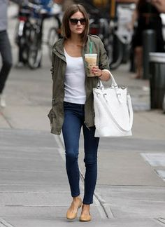 Topshop tank and skinny jeans paired with white Gerard Darel New York Cobra Tote Bag