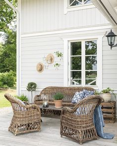 🌟Tante S!fr@ loves this📌🌟 Cottage Porch, Rose Cottage, Exterior House Colors, Exterior Design, Outdoor Spaces, Outdoor Living, Outdoor Decor, Garden Entrance, Farmhouse Garden
