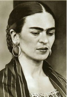 Painter Frida Kahlo was a Mexican artist who was married to Diego Rivera and is still admired as a feminist icon. Frida E Diego, Frida Art, Diego Rivera Frida Kahlo, Kahlo Paintings, Art Paintings, Mexican Artists, Black And White Portraits, Famous Artists, Vintage Photos