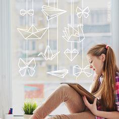 Wil je mooie origami voor je raam hangen, maar geen zin om te gaan vouwen? Dan is deze #raamtekening dé oplossing. Geen knutselkunde voor nodig! Geschikt alledaags gebruik, maar ook leuk als decoratie bij een feestje of feestdagen.