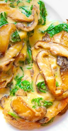 Skillet Chicken with Spinach and Mushrooms in creamy Parmesan sauce. #dinner #recipe