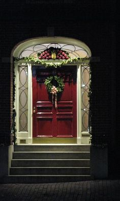 Gorgeous Traditional Christmas Door