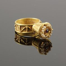 Byzantine gold ring with a conical bezel with a garnet inlay, surrounded by seed pearls. The ring dates to the 6th-8th century CE Byzantine Gold, Byzantine Jewelry, Medieval Jewelry, Ancient Jewelry, Antique Jewellery Designs, Antique Jewelry, Vintage Jewelry, Vintage Rings, Art Nouveau Jewelry
