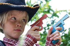 pistolets en carton colt du cowboy fabriqués en france