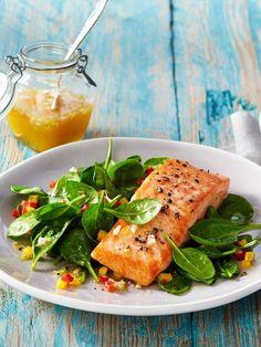 Lachs enthält viel ungesättigte Fettsäure. Spinat zählt zu den Power-Gemüsen schlechthin. In dieser Kombi sind die zwei unschlagbar!