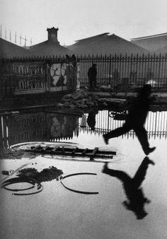 Henri Cartier Bresson, Paris. Place de l'Europe. Gare Saint Lazare (1932)