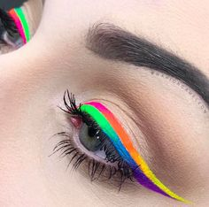 Once again the talented Marion Cameleon shows us how to create a masterpiece with Stargazer Neon Eye Liner