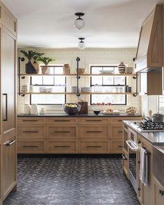 Kitchen paint colors with oak cabinets red granite countertops 69 Ideas - Kitchen Ideas Oak Kitchen Cabinets, Kitchen Paint, Kitchen Redo, New Kitchen, Kitchen Ideas, Cheap Kitchen, Rustic Kitchen, 1960s Kitchen, Ranch Kitchen