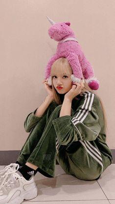Lisa Wallpaper Blackpink Cute Korean Girl, South Korean Girls, Korean Girl Groups, Wal Paper, Yg Entertaiment, Rapper, Big Brown Eyes, You Are Cute, Kim Jisoo