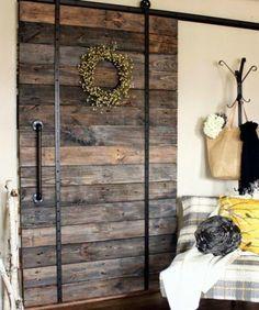 Recycling+-+Schiebetür+-+Palettenmöbel+-+Tür+von+TheArthouse-Furniture+auf+DaWanda.com