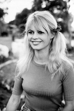 Brigitte Bardot Bardot sported pigtails on the set of Viva Maria. Bridget Bardot, Bardot Brigitte, Girl With Pigtails, New Hair Trends, French Actress, Beauty Photos, Beauty Tips, Classic Beauty, Hairstyles With Bangs