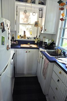 "Small kitchen - One of those Kitchens that you almost ""wear"" as you use it - I LOVE it -   -  To connect with us, and our community of people from Australia and around the world, learning how to live large in small places, visit us at www.Facebook.com/TinyHousesAustralia"