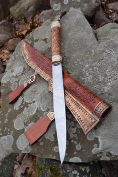 Thorvaldr's Seax... A baltic, viking war knife.... Magnificent! http://www.deviantart.com/art/Thorvaldr-s-Seax-593227409 http://hopkinsforge.blogspot.co.uk/ http://www.hopkinsforge.com/