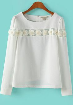 Blusa blanca manga larga con apliques románticos