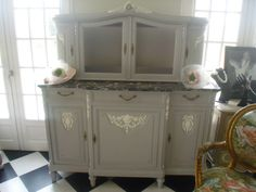 meuble XIXème de style Louis XVI patiné gustavien