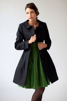 Este modelos de abrigos con lindo diseño, es un abrigo de vestir para cuando vayas a una fiesta tengas el abrigo exacto para el diseño recuerden que es fundamental, escoger bien el diseño de acuerdo a como nos vistamos.