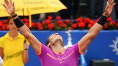 Azafata patrocinio Schweppes en torneo tenis Conde de Godó