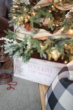 This DIY rustic Christmas tree collar looks so clean and tidy under a tree and is much less likely to get messy compared to a traditional tree skirt.