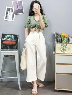 Korean Fashion Trends you can Steal – Designer Fashion Tips Trend Fashion, Korean Fashion Trends, Kpop Fashion Outfits, Korean Outfits, Cute Fashion, Casual Outfits, Cute Outfits, Korean Girl Fashion, Ulzzang Fashion