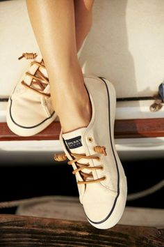 Sperry sneakers (pretty much converse with better laces) Look Fashion, Fashion Shoes, Womens Fashion, Fashion Trends, Trendy Fashion, Sneakers Fashion, Fashion Clothes, Dress Fashion, Nike Fashion
