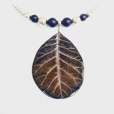 Necklace made with a porcelain leaf, molded on real cotinusleaf laef, and sterling silver & onyx beads. One of a kind, handmade in Switzerland.  #ilemas #porcelain #leaf #jewelry #handmade #pendent #silver #black #onyx #cotinus